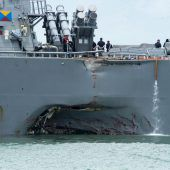 US-Zerstörer kollidiert vor Singapur mit Tanker