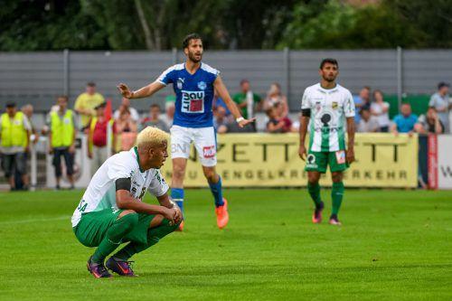 Die Enttäuschung ob der Niederlage ist den Austrianern Lucas Barbosa (vorne) und Ronivaldo ins Gesicht geschrieben.Foto: gepa