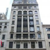 """<p class=""""caption"""">Die Fassade gibt es noch: In der Buchhandlung Brentanos in New York hat sich jetzt eine Kosmetikkette eingemietet. Foto:BNY</p>"""