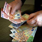 Jährliche Anpassung der Parteienförderung, nicht aber des Pflegegelds