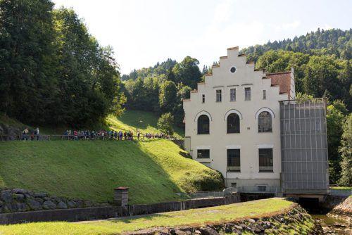 Die markante Fassade aus der Gründerzeit blieb erhalten.