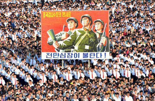 Dieses von der nordkoreanischen Agentur KCNA veröffentlichte Foto zeigt eine Kundgebung für das Kim-Regime in Pjöngjang. Foto: AFP
