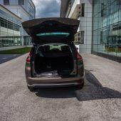 """<p class=""""factbox"""">Eindruck: Der Renault Grand Scenic bietet ein sehr großzügiges Platzangebot. Der Laderaum ist höchst variabel. Zudem gibt es zahlreiche Ablagemöglichkeiten. Der Motor ist kraftvoll, allerdings nicht sonderlich antrittsstark. Komfortables Fahrwerk.</p>"""
