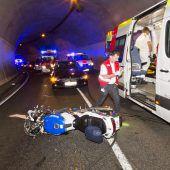 Biker-Unfall im Tunnel