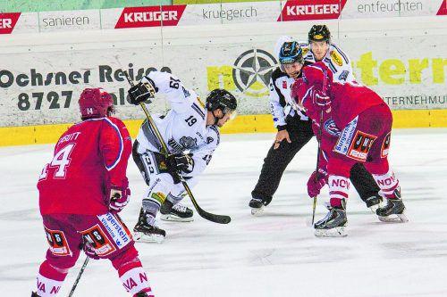 Für Dustin Sylvester (l.) und seine Dornbirn-Kollegen setzte es in Rapperswil eine saftige 1:8-Niederlage. Foto: dec