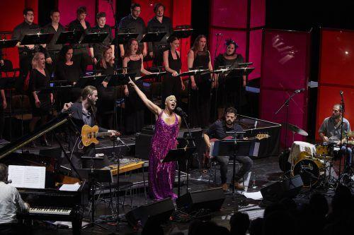 Für eine tolle Sängerin, die Musiker und den Chor gab es gegen Mitternacht viel Applaus. Foto: BF/Köhler
