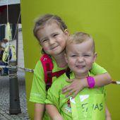 """<p class=""""caption"""">Geschwister unterwegs: Amelie und Elias Meusburger.</p>"""