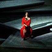 Carmen im Regen