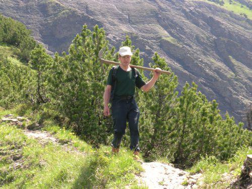 Gut ausgerüstet: Erwin Böckle engagiert sich seit mittlerweile über 15 Jahren als Wegwart beim Alpenverein.Foto: Böckle