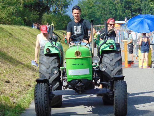 In Weiler kamen gestern die Freunde von alten Traktoren bei schönstem Feiertagswetter voll auf ihre Kosten.Foto: Mima