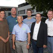 """<p class=""""caption"""">Iris Seewald (l.) mit Erik Kollmann, Fritz Dietrich, Michael Mathis, Reinhard Wiederin sowie Bernhard Heinzle. Fotos: GPA</p>"""