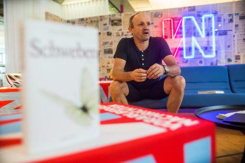 Jürgen-Thomas Ernst hat auf der Försterschule mit der Schriftstellerei begonnen und ist darin mittlerweile sehr erfolgreich.  Foto: VN/Steurer