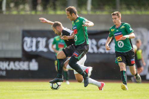 Lauterach-Kapitän Sebastian Beer (vorne) ist mit seiner Mannschaft in dieser Saison noch ungeschlagen.Foto: VN/Sams
