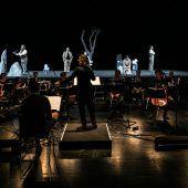 """<p class=""""caption"""">Mit der Uraufführung von """"To the Lighthouse"""" von Zesses Seglias und Ernst M. Binder, einem Projekt, bei dem Musik, Text und Szene eine Einheit bilden, starteten die Festspiele ihr Opernatelier. Fotos: Sams</p>"""