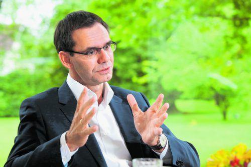 """""""Mit fünfzig kann man sich nicht mehr als jugendlichen Politiker bezeichnen"""": LH Wallner im VN-Gespräch.Foto: VN/Hofmeister"""