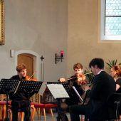 Nach der Architektur räumt ein Dorf der Musik Platz ein