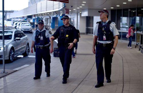 Polizisten patroullieren am Flughafen von Sydney. Foto:AFP