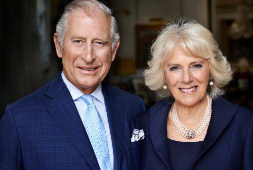 Prinz Charles und seine Frau Camilla sinken Umfragen zufolge weiter in der der Gunst der Briten. Foto: Mario Testino/Clarence House