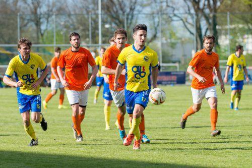 Sefa Gaye (vorne) war der entscheidende Mann im Städteduell zwischen dem VfB Hohenems und dem FC Dornbirn.Foto: stiplovsek