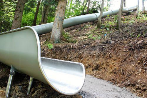 Sieben Röhrenrutschen werden bis Mitte September zwischen Matschwitz und Latschau aufgebaut. Foto: VN/js
