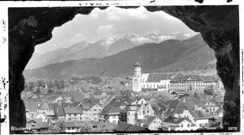 Typischer Blick auf die Stadt Bludenz mit der Laurentiuskirche.