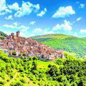Das Bergdorf Castel del Monte