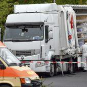 51 Flüchtlinge auf Ladefläche von Lastwagen gepfercht