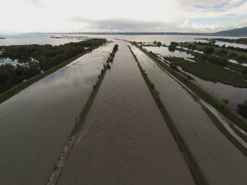 Hochwasser am Rhein: Die Gefahr ist vor allem in Bodenseenähe gegeben. Rhesi soll Sicherheit bringen.VN/Vlach