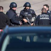 Familiendrama mit drei Toten: Polizei fahndet nach Vater