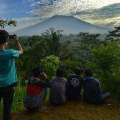 Zehntausende Menschen harren trotz Vulkan-Gefahr aus