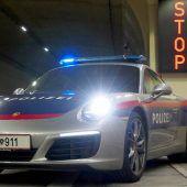 Polizei im Porsche 911