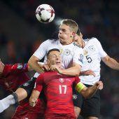Mats Hummels fixiert Sieg der DFB-Elf mit Kopfball