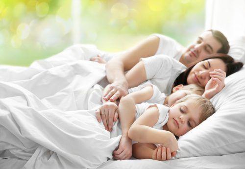 Ein guter Schlaf ist buchstäblich Gold wert, nur leider nicht allen beschieden.adobe