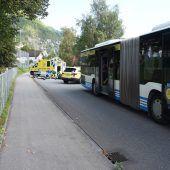 Mofa kollidiert mit Bus