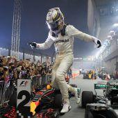 Hamilton triumphiert nach Startunfall von Vettel, Räikkönen und Verstappen C1