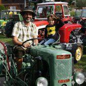 Traktoren in Übersaxen