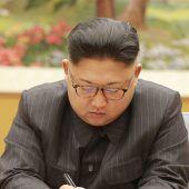 Kim schnürt für USA Geschenkspakete