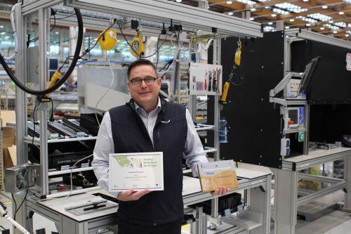 Mario Wintschnig mit der EU-Auszeichnung. Sein Gesundheits- und Generationenmanagement interessiert auch zahlreiche andere Unternehmen. Firma