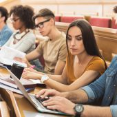 Wer studiert, bekommt ab Herbst mehr Geld