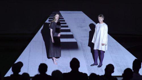 """Szene aus der Uraufführung des Stücks """"Rost"""" von Christian Kühne, mit dem das Theater """"Sprachfehler"""" erstmals an die Öffentlichkeit tritt. Philip Kanzler"""