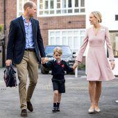 Der kleine Prinz drückt jetzt die Schulbank