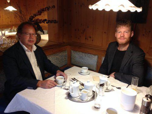 Beim Frühstück bot sich die Gelegenheit, mit Christian Felber (r.) und Florian Kasseroler über Ziele und Werte der Gemeinwohlökonomie zu plaudern. em