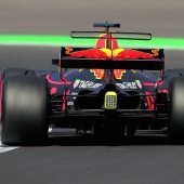 Hamilton nur Zweiter, aber vor Vettel