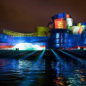 Viel Licht zum Jubiläum des Gehry-Gebäudes