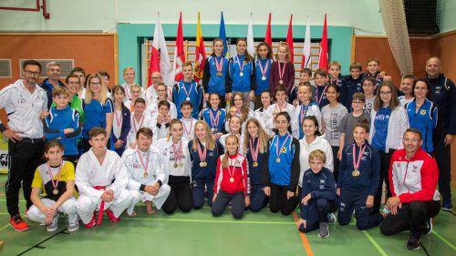 Das erfolgreiche Aufgebot des Karate-Landesfachverbands bei den Nachwuchs-Titelkämpfen in St. Pölten.Verein