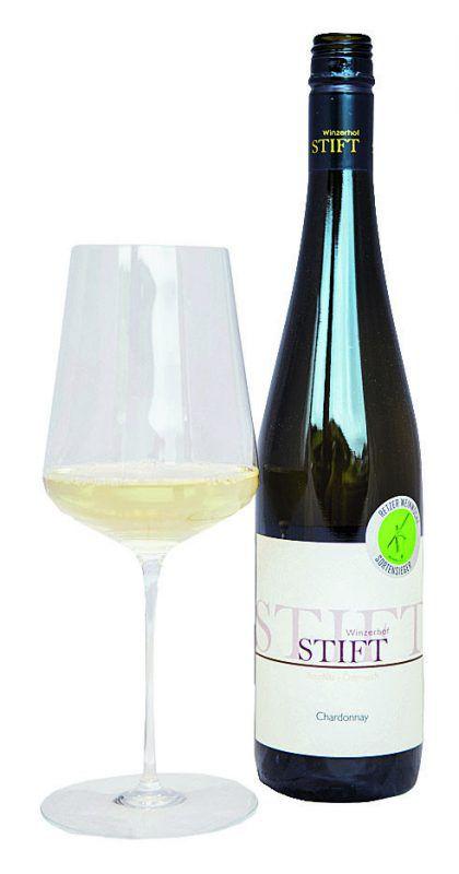 Der Pinot überzeugt im Burgunderglas mit sattem Strohgelb.rhomberg