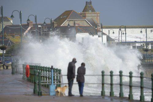 Der Sturm traf mit Geschwindigkeiten von bis zu 150km/h auf die irische Küste. AP