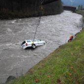 Wagen stürzt in Bregenzerach