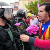 Mit Blumen gegen Polizeigewalt
