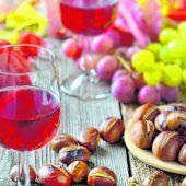 Maroni und Wein beim Törggelen